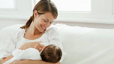 Кормящим мамам разрешили проводить вакцинацию