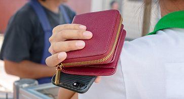 В одном из кафе Южноуральска парень украл деньги у девушки